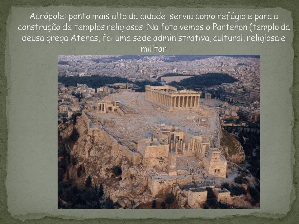 Acrópole: ponto mais alto da cidade, servia como refúgio e para a construção de templos religiosos.