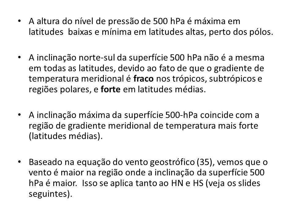 A altura do nível de pressão de 500 hPa é máxima em latitudes baixas e mínima em latitudes altas, perto dos pólos.