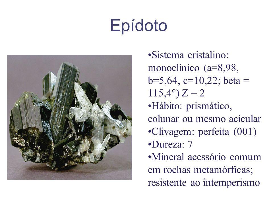 Epídoto Sistema cristalino: monoclínico (a=8,98, b=5,64, c=10,22; beta = 115,4°) Z = 2. Hábito: prismático, colunar ou mesmo acicular.
