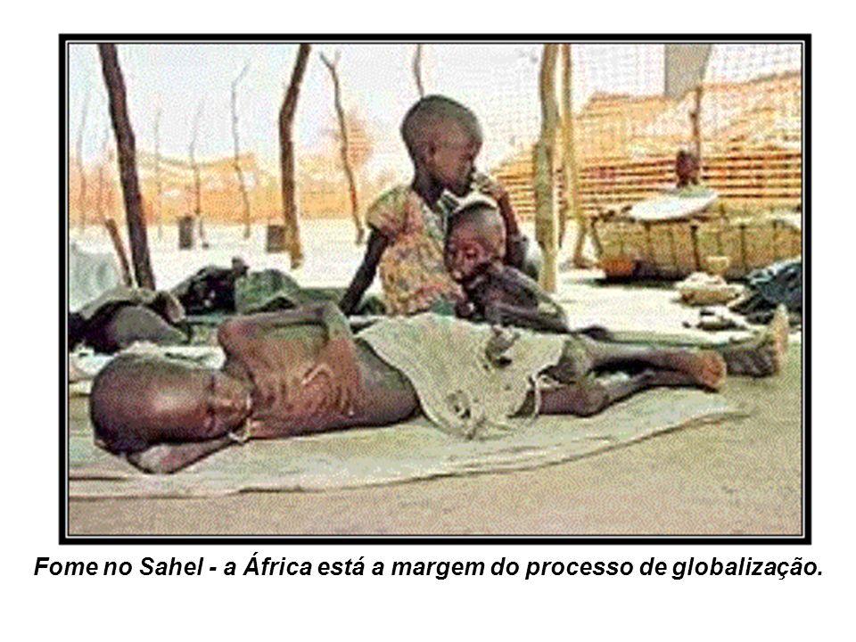 Fome no Sahel - a África está a margem do processo de globalização.