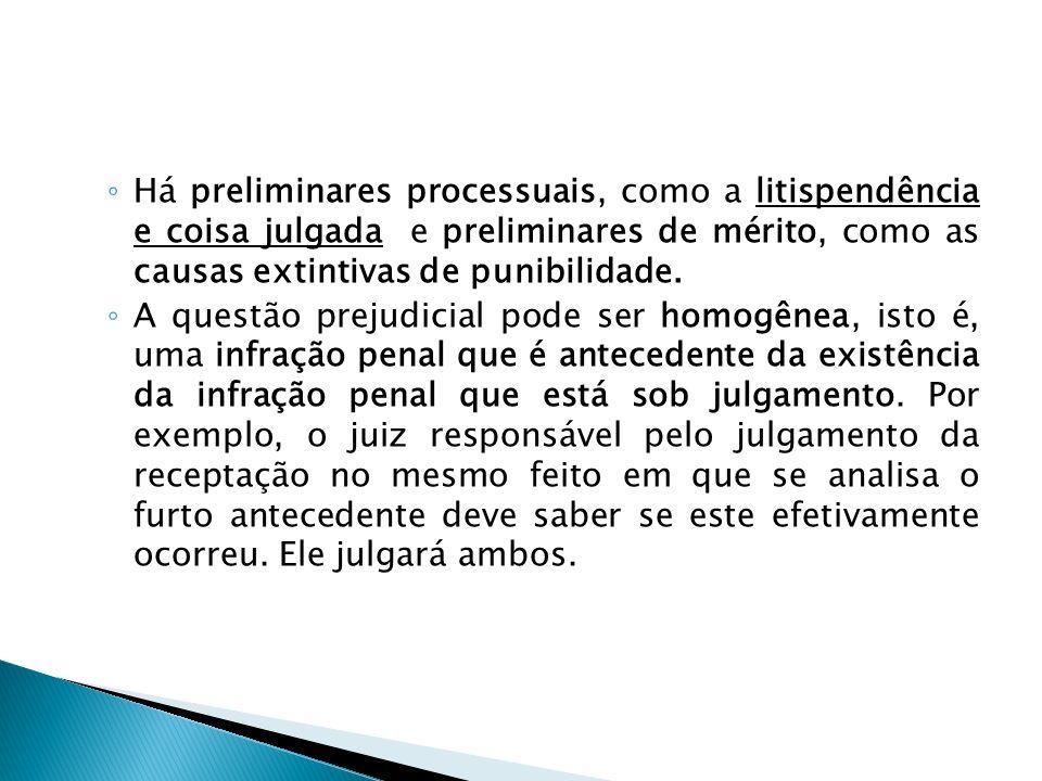 Há preliminares processuais, como a litispendência e coisa julgada e preliminares de mérito, como as causas extintivas de punibilidade.