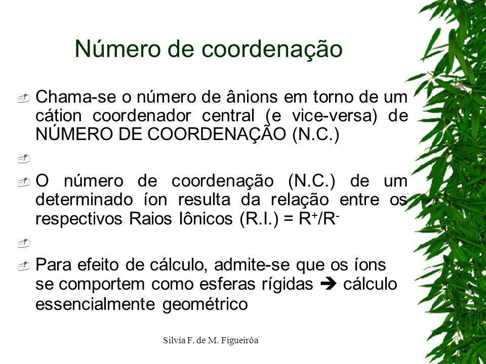 Número de coordenação Chama-se o número de ânions em torno de um cátion coordenador central (e vice-versa) de NÚMERO DE COORDENAÇÃO (N.C.)