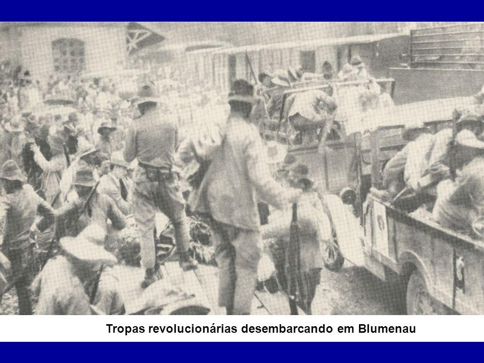 Tropas revolucionárias desembarcando em Blumenau