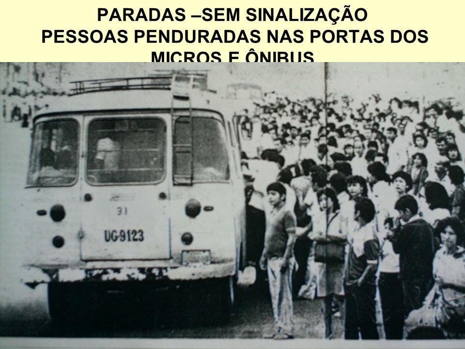 PARADAS –SEM SINALIZAÇÃO PESSOAS PENDURADAS NAS PORTAS DOS MICROS E ÔNIBUS
