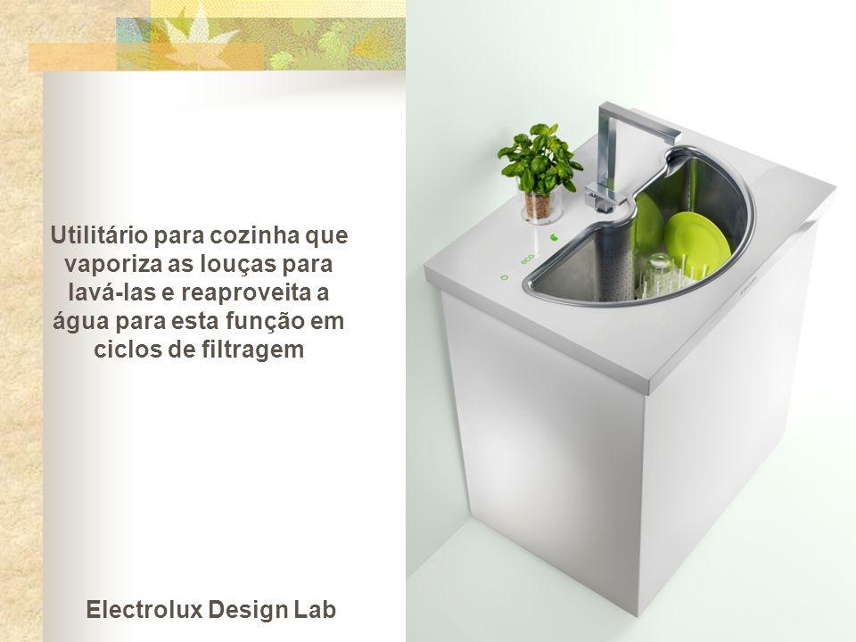 Utilitário para cozinha que vaporiza as louças para lavá-las e reaproveita a água para esta função em ciclos de filtragem
