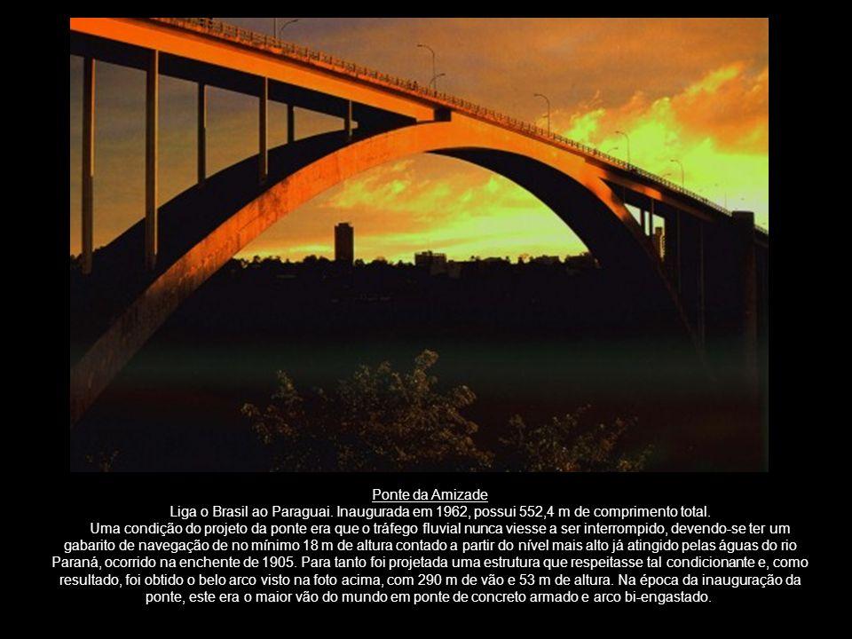 Ponte da Amizade Liga o Brasil ao Paraguai. Inaugurada em 1962, possui 552,4 m de comprimento total.