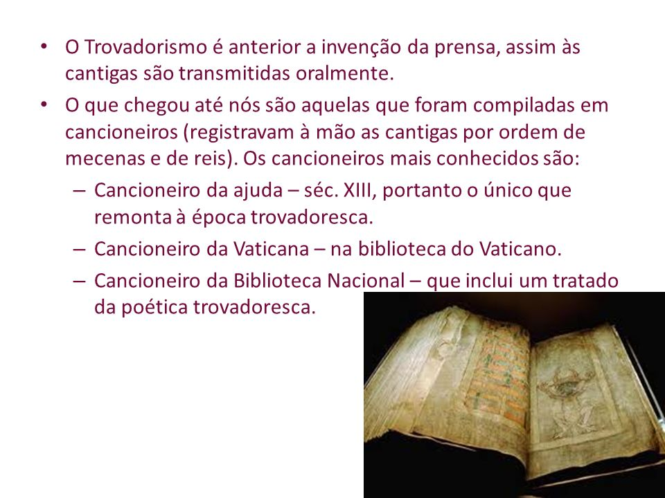 O Trovadorismo é anterior a invenção da prensa, assim às cantigas são transmitidas oralmente.