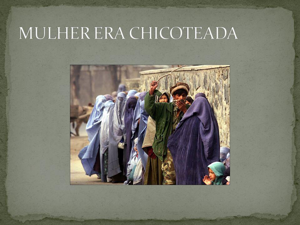 MULHER ERA CHICOTEADA