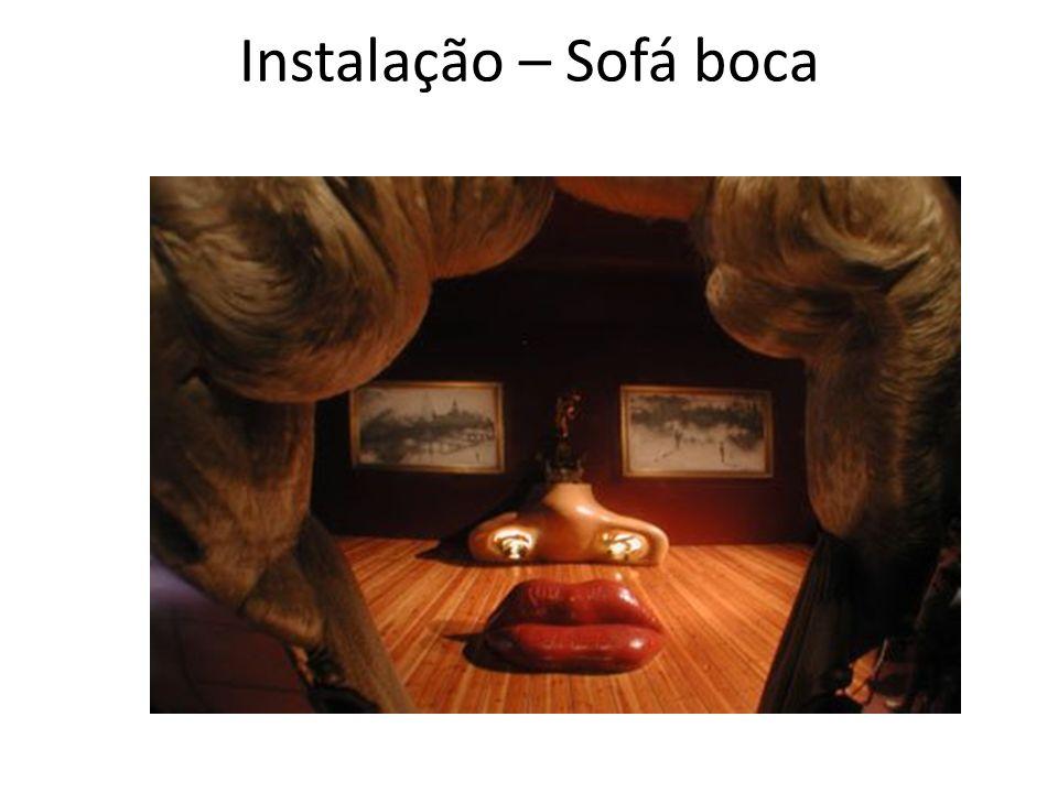 Instalação – Sofá boca