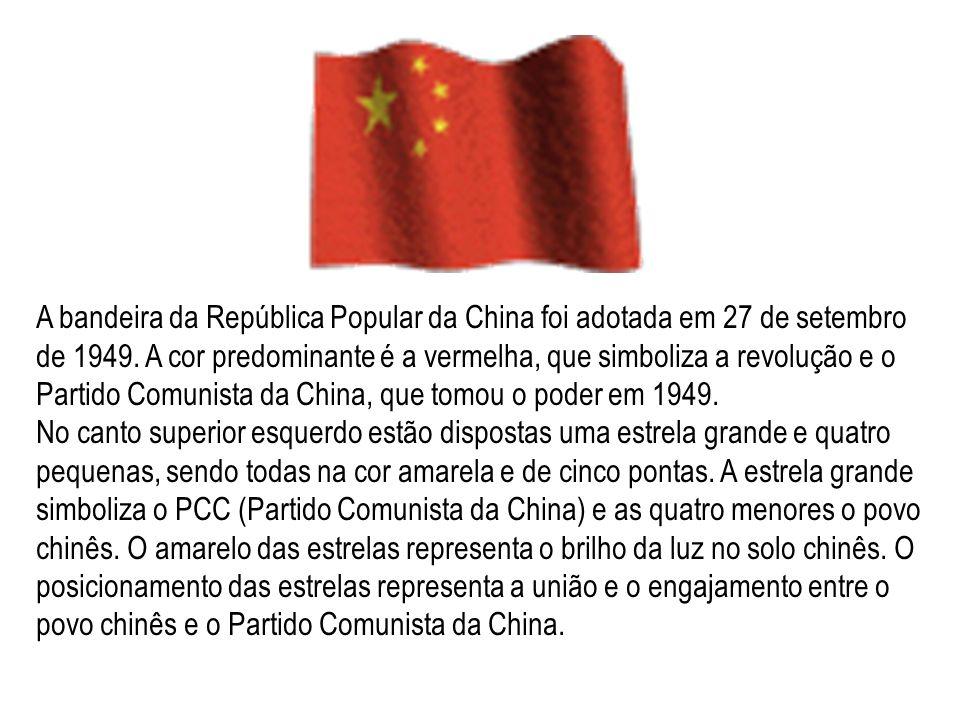 A bandeira da República Popular da China foi adotada em 27 de setembro de 1949. A cor predominante é a vermelha, que simboliza a revolução e o Partido Comunista da China, que tomou o poder em 1949.