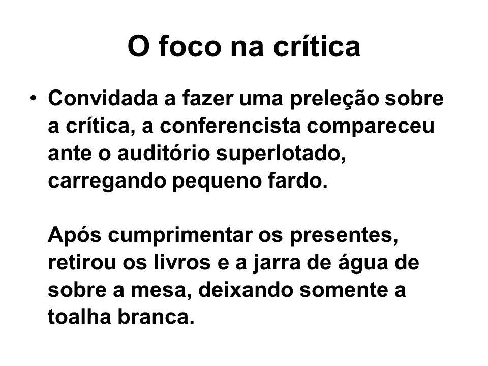 O foco na crítica