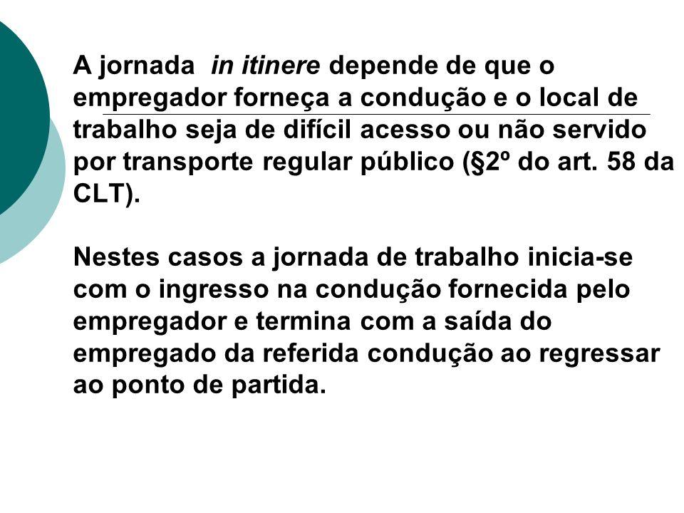 A jornada in itinere depende de que o empregador forneça a condução e o local de trabalho seja de difícil acesso ou não servido por transporte regular público (§2º do art.