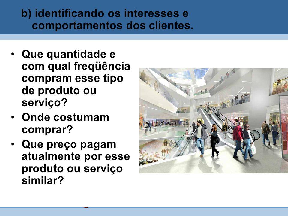 b) identificando os interesses e comportamentos dos clientes.