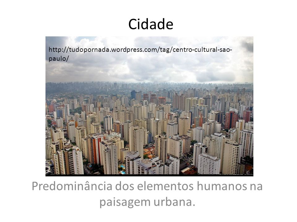 Predominância dos elementos humanos na paisagem urbana.