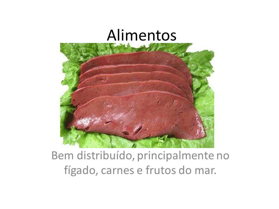 Bem distribuído, principalmente no fígado, carnes e frutos do mar.