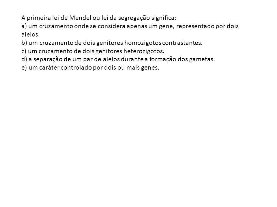 A primeira lei de Mendel ou lei da segregação significa: a) um cruzamento onde se considera apenas um gene, representado por dois alelos.