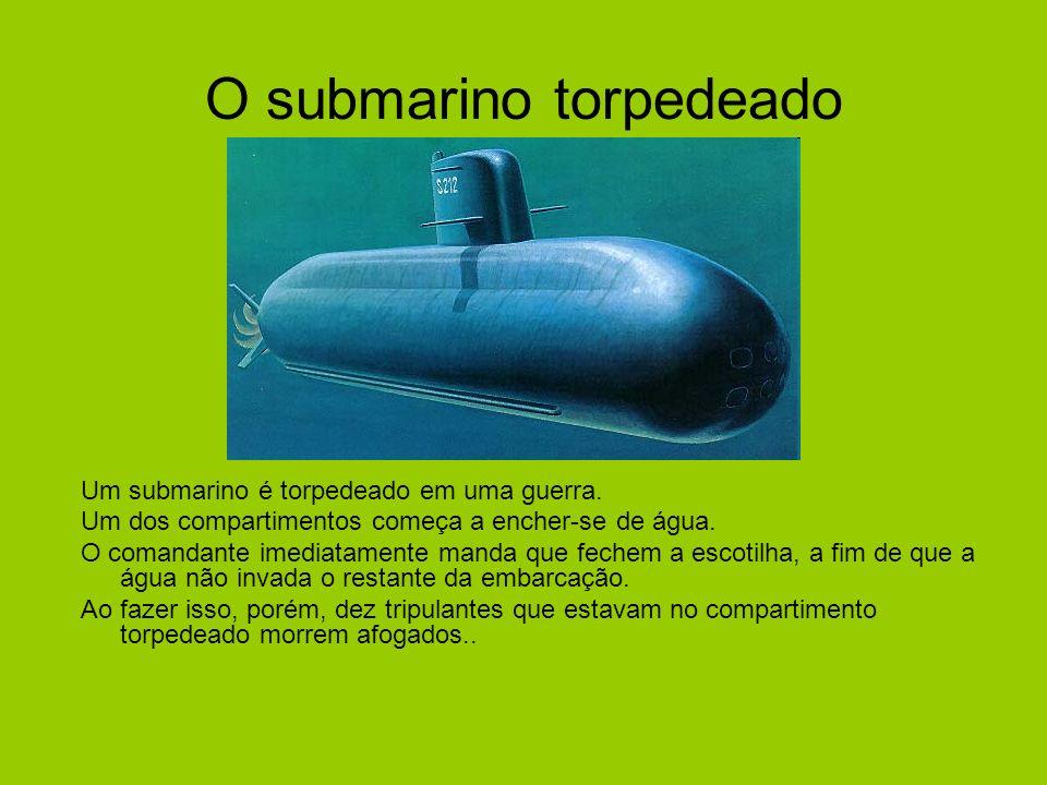 O submarino torpedeado