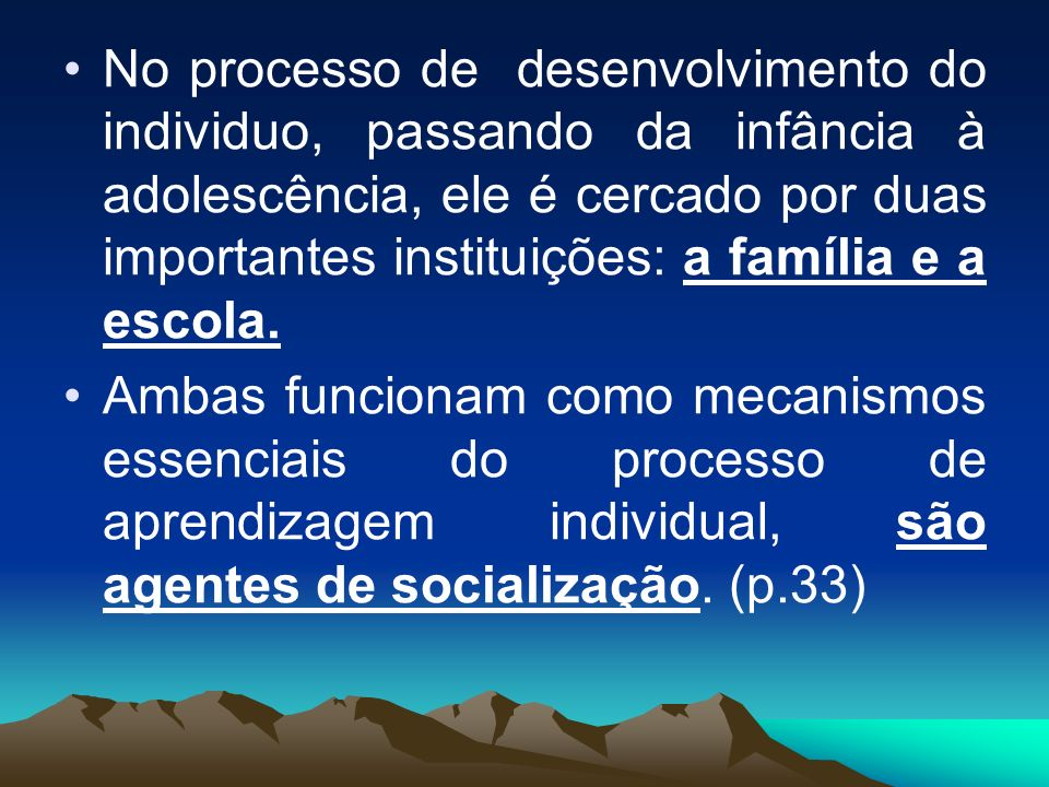 No processo de desenvolvimento do individuo, passando da infância à adolescência, ele é cercado por duas importantes instituições: a família e a escola.