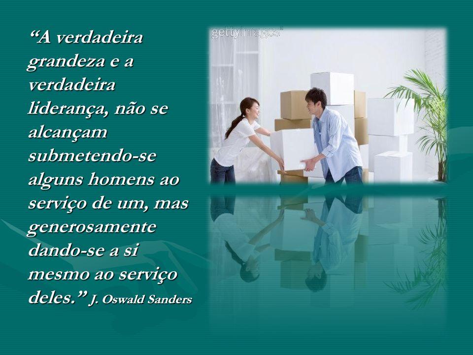 A verdadeira grandeza e a verdadeira liderança, não se alcançam submetendo-se alguns homens ao serviço de um, mas generosamente dando-se a si mesmo ao serviço deles. J.