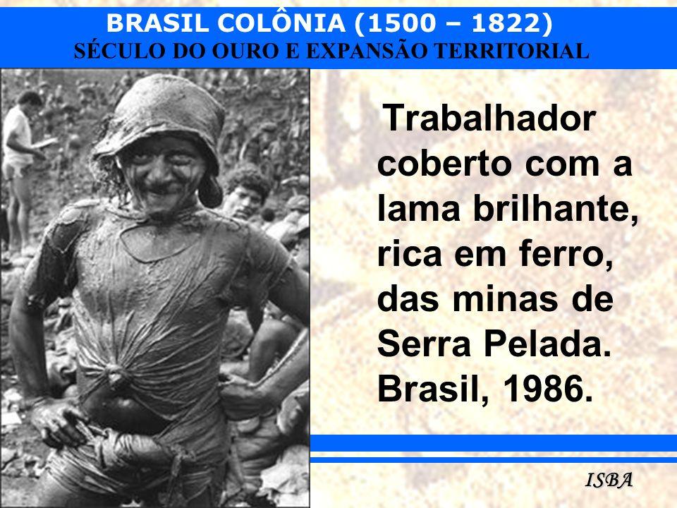 Trabalhador coberto com a lama brilhante, rica em ferro, das minas de Serra Pelada. Brasil, 1986.