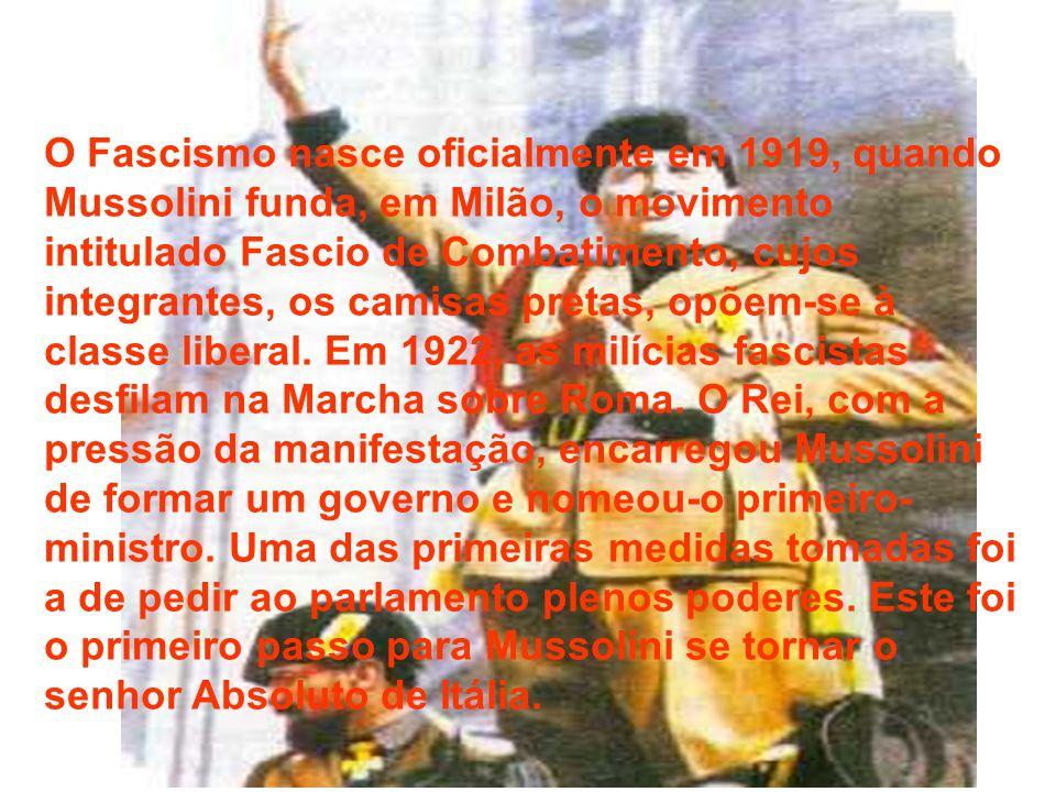 O Fascismo nasce oficialmente em 1919, quando Mussolini funda, em Milão, o movimento intitulado Fascio de Combatimento, cujos integrantes, os camisas pretas, opõem-se à classe liberal.