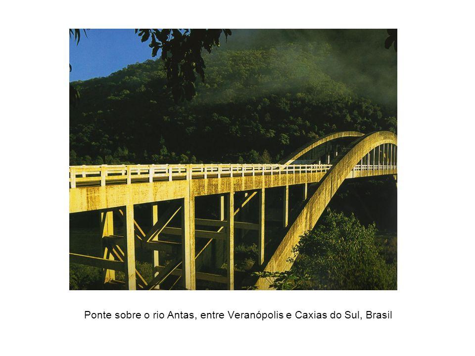 Ponte sobre o rio Antas, entre Veranópolis e Caxias do Sul, Brasil