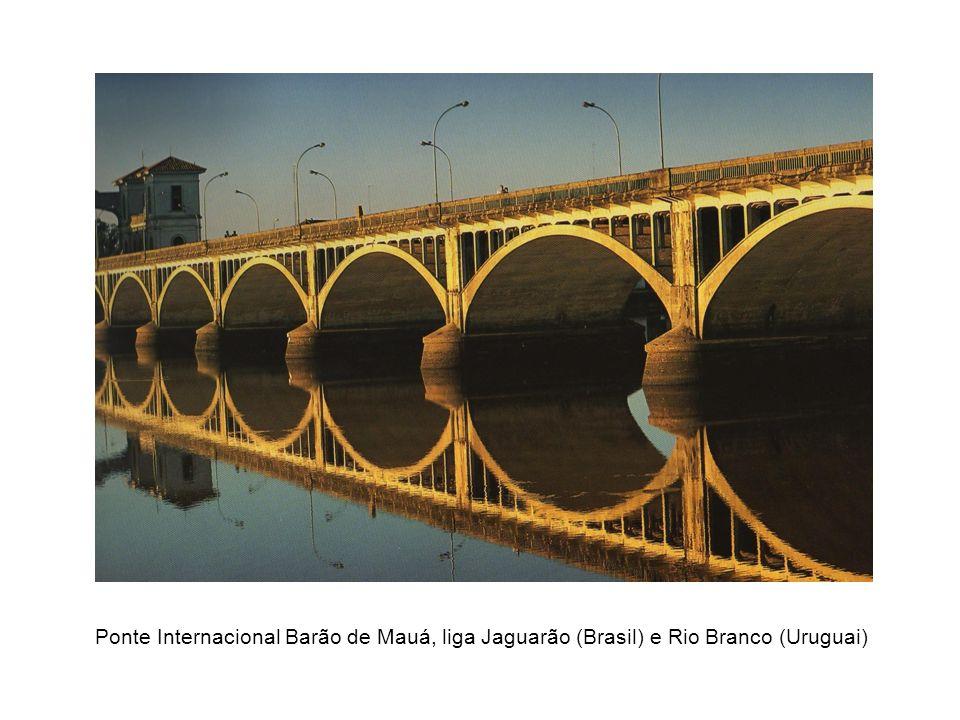 Ponte Internacional Barão de Mauá, liga Jaguarão (Brasil) e Rio Branco (Uruguai)