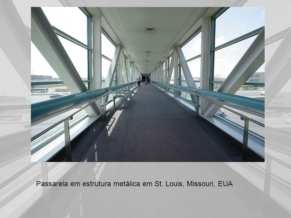 Passarela em estrutura metálica em St. Louis, Missouri, EUA