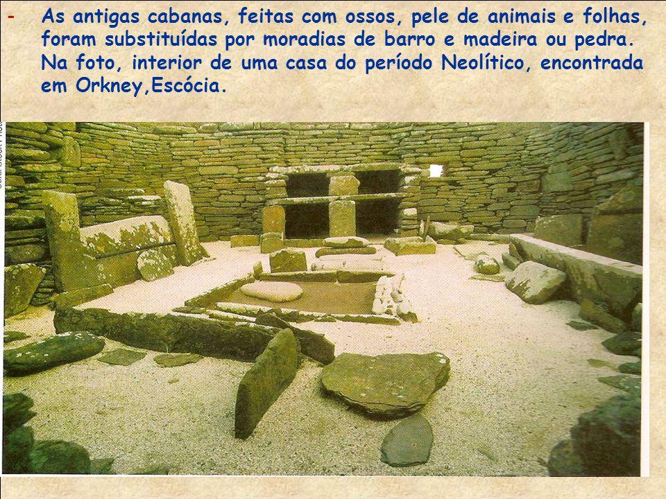 As antigas cabanas, feitas com ossos, pele de animais e folhas, foram substituídas por moradias de barro e madeira ou pedra.
