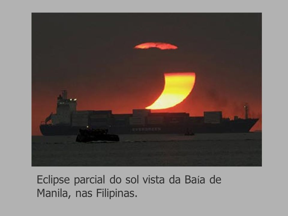 Eclipse parcial do sol vista da Baía de Manila, nas Filipinas.