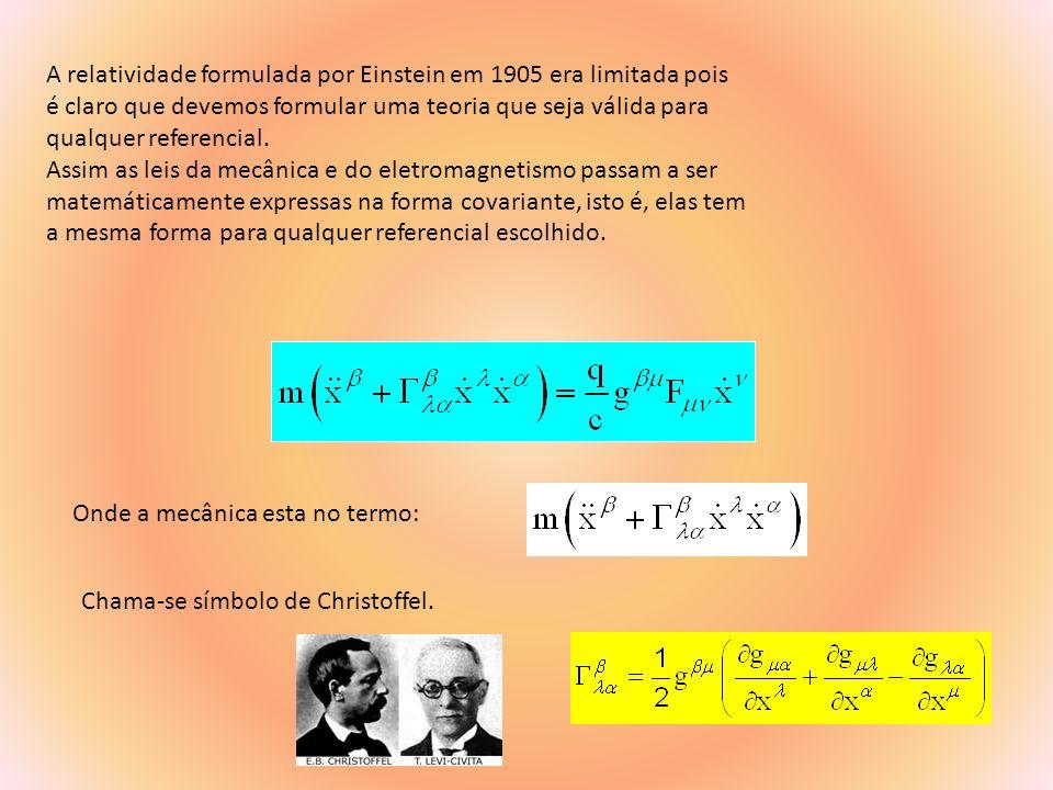 A relatividade formulada por Einstein em 1905 era limitada pois
