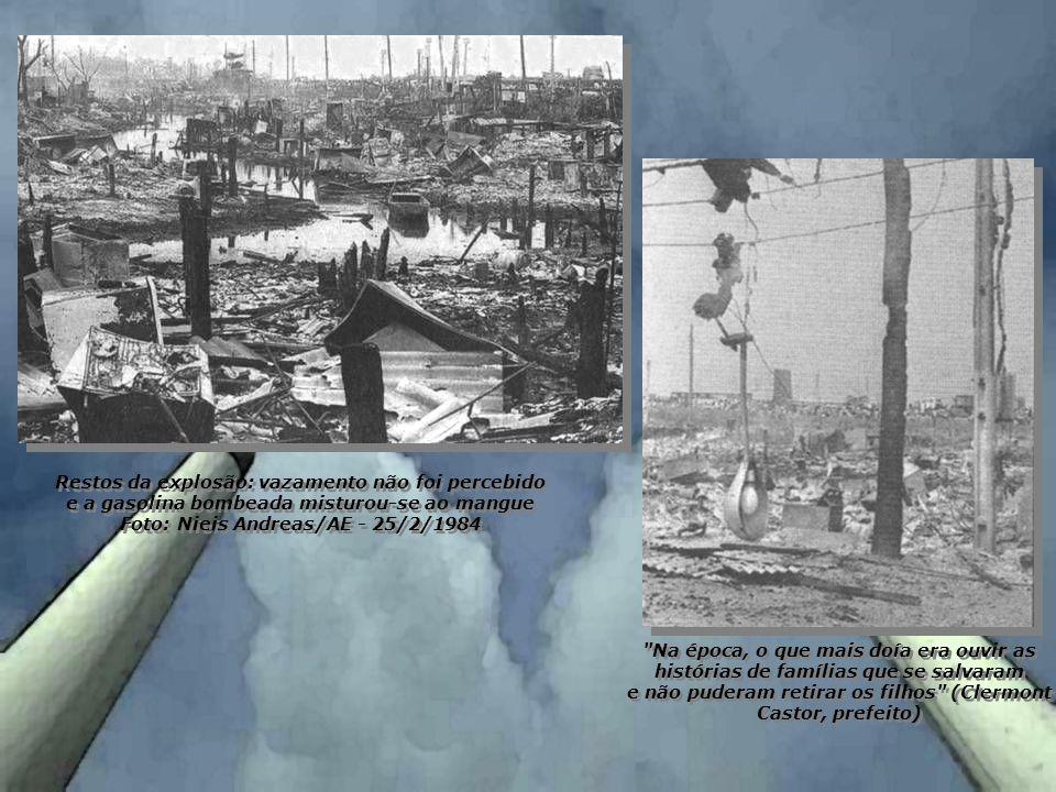 Restos da explosão: vazamento não foi percebido e a gasolina bombeada misturou-se ao mangue Foto: Nieis Andreas/AE - 25/2/1984