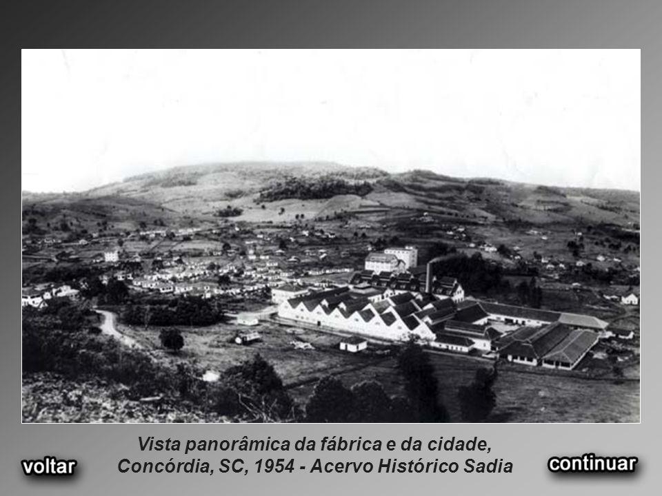 Vista panorâmica da fábrica e da cidade, Concórdia, SC, 1954 - Acervo Histórico Sadia