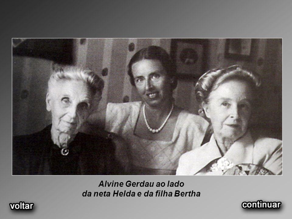 da neta Helda e da filha Bertha