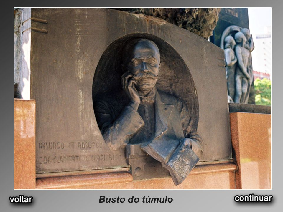 Busto do túmulo