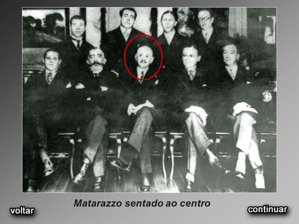 Matarazzo sentado ao centro