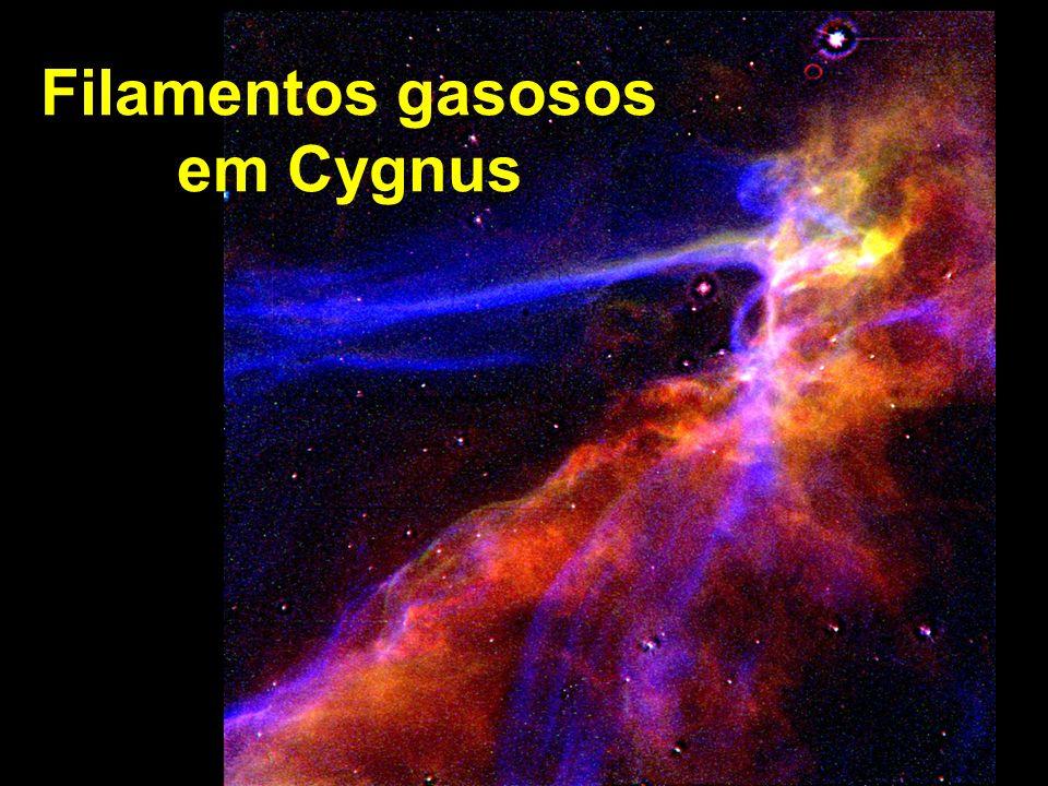 Filamentos gasosos em Cygnus