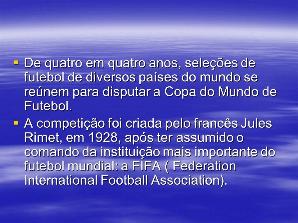 De quatro em quatro anos, seleções de futebol de diversos países do mundo se reúnem para disputar a Copa do Mundo de Futebol.
