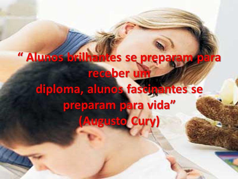 Alunos brilhantes se preparam para receber um diploma, alunos fascinantes se preparam para vida (Augusto Cury)