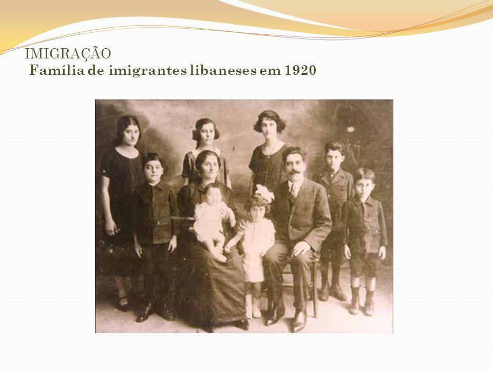 IMIGRAÇÃO Família de imigrantes libaneses em 1920