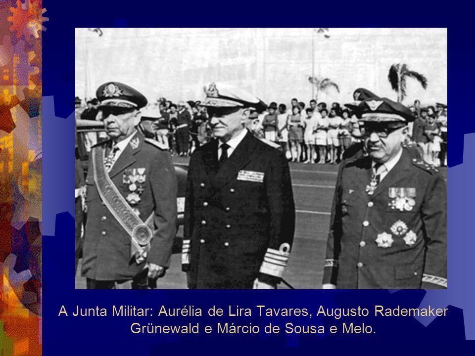 A Junta Militar: Aurélia de Lira Tavares, Augusto Rademaker Grünewald e Márcio de Sousa e Melo.