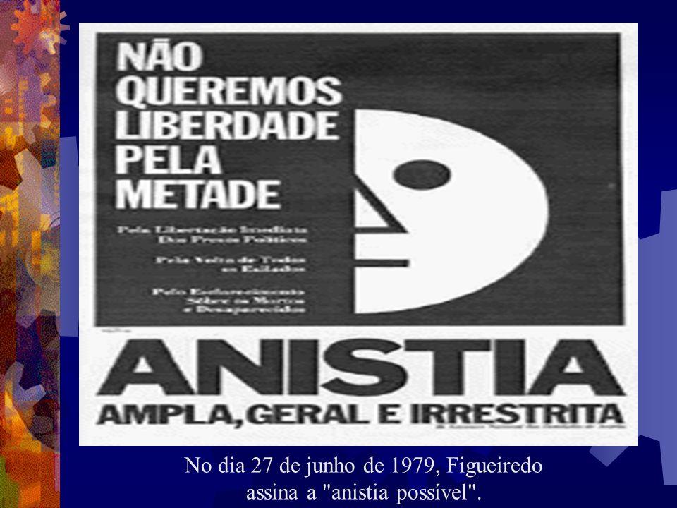 No dia 27 de junho de 1979, Figueiredo assina a anistia possível .