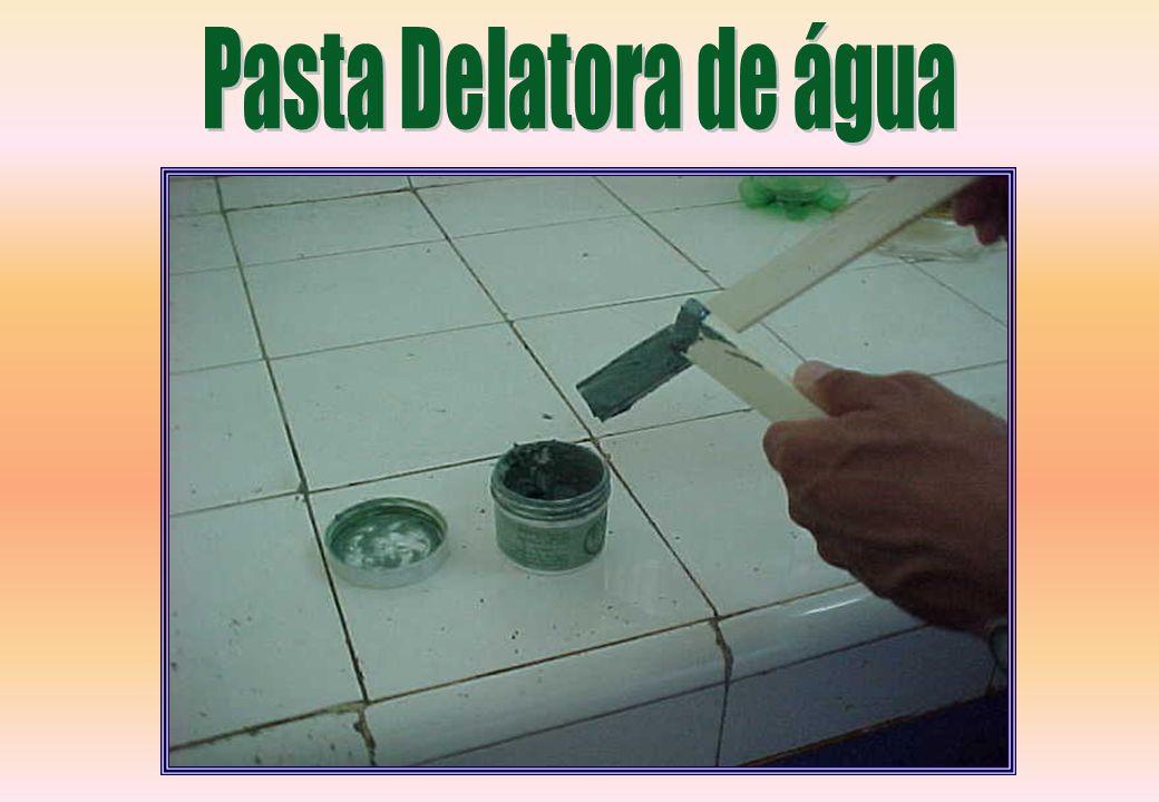 Pasta Delatora de água Utilizado para a detecção de água depositada nos tanques e tambores de armazenamento.
