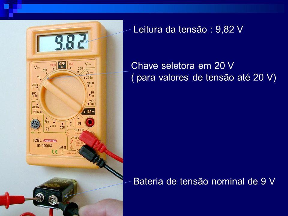 Leitura da tensão : 9,82 V Chave seletora em 20 V.