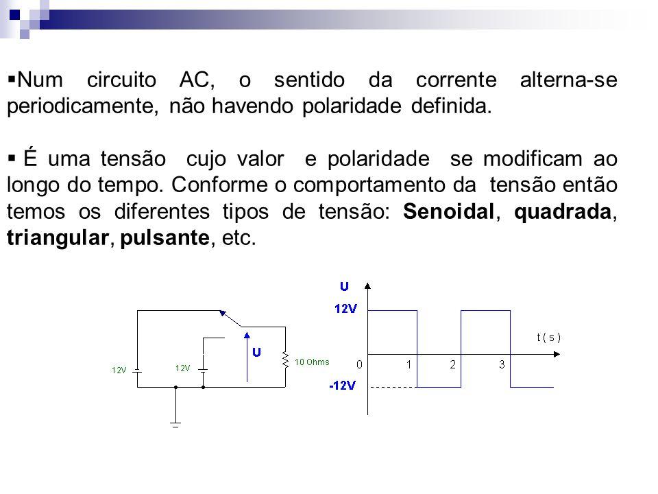 Num circuito AC, o sentido da corrente alterna-se periodicamente, não havendo polaridade definida.