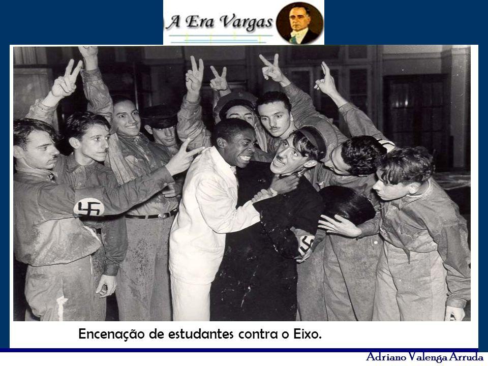Encenação de estudantes contra o Eixo.