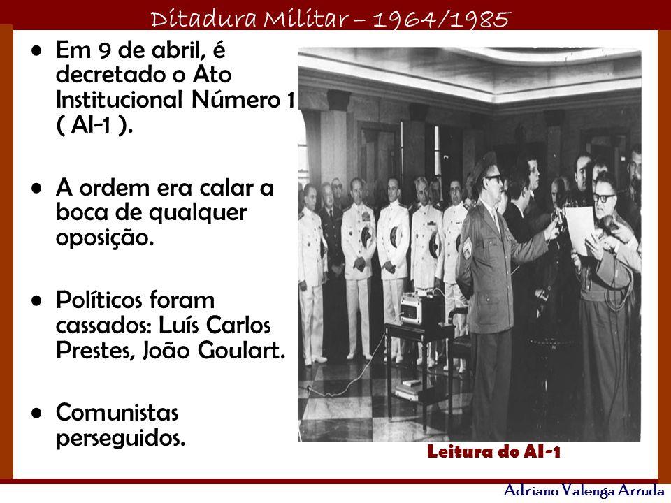 Em 9 de abril, é decretado o Ato Institucional Número 1 ( AI-1 ).