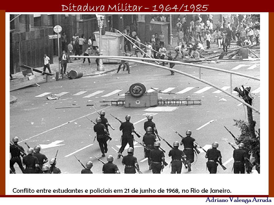 Conflito entre estudantes e policiais em 21 de junho de 1968, no Rio de Janeiro.
