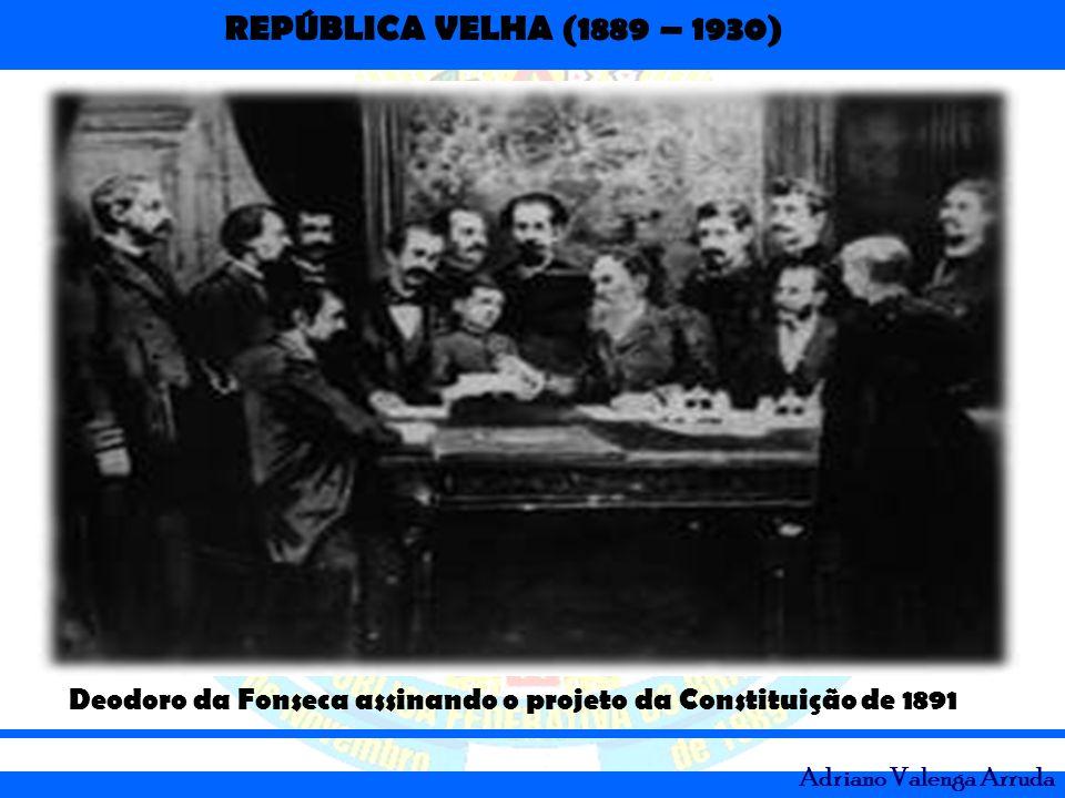 Deodoro da Fonseca assinando o projeto da Constituição de 1891