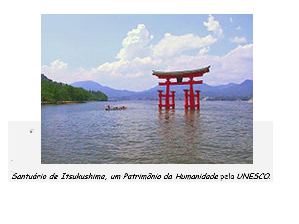 Santuário de Itsukushima, um Patrimônio da Humanidade pela UNESCO.